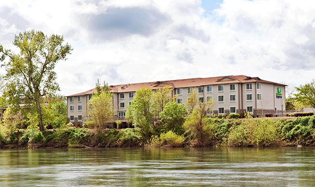 Holiday Inn Express on the Willamette River